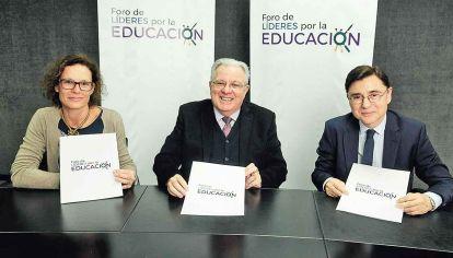 Alianza estratégica. Luisa Brumana, representante de Unicef en Argentina; el rector, Alberto Barbieri de la UBA y Jorge Fontevecchia, fundador de Editorial Perfil.