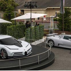 El Bugatti Centodieci junto al EB110 en el Monterey Car Week.