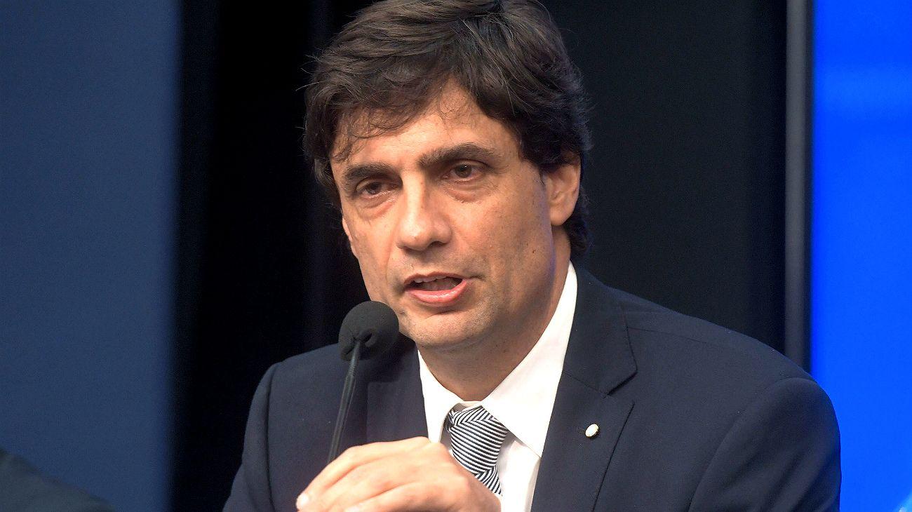 """Lacunza anunció que se planteará al FMI un """"reperfilamiento de deuda sin quita"""""""