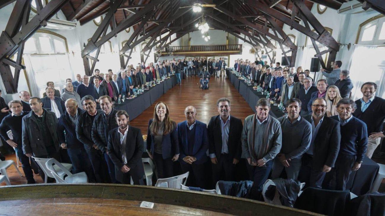 """Vidal reunió a los intendentes para diagramar su cierre de campaña """"peronista"""" en Platense"""