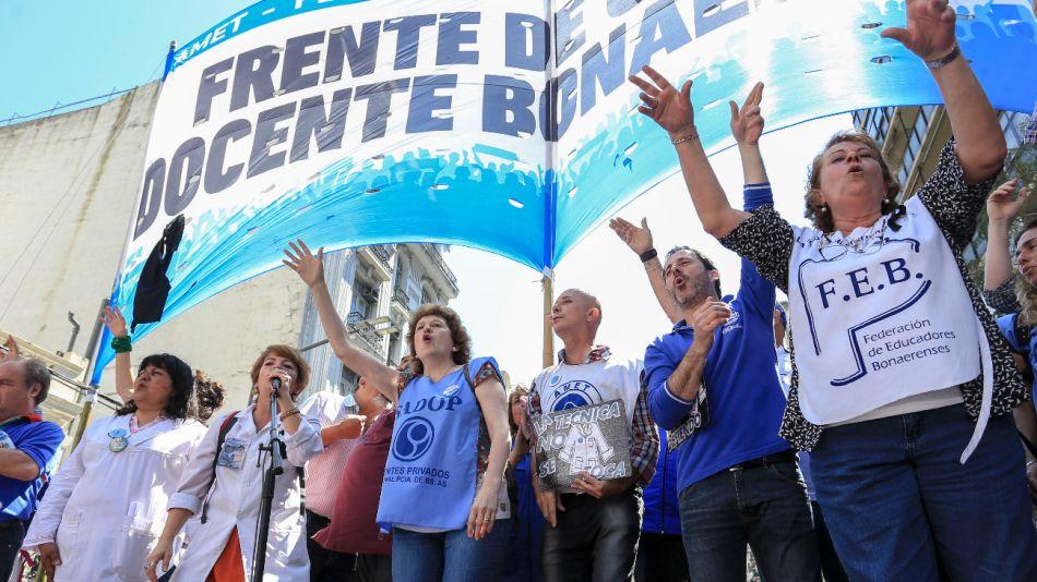 Docentes bonaerenses, nucleados en el Frente de Unidad Docente Bonaerense (FUDB).