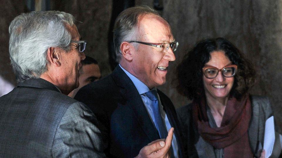 Guillermo Nielsen y Cecilia Todesca en el Palacio de Hacienda antes de reunirse con el ministro Hernán Lacunza.