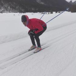 El desafío de aprender esquí de fondo fue coordinar piernas con manos, pero también se pudo disfrutar de algunas bajadas para tomar velocidad.