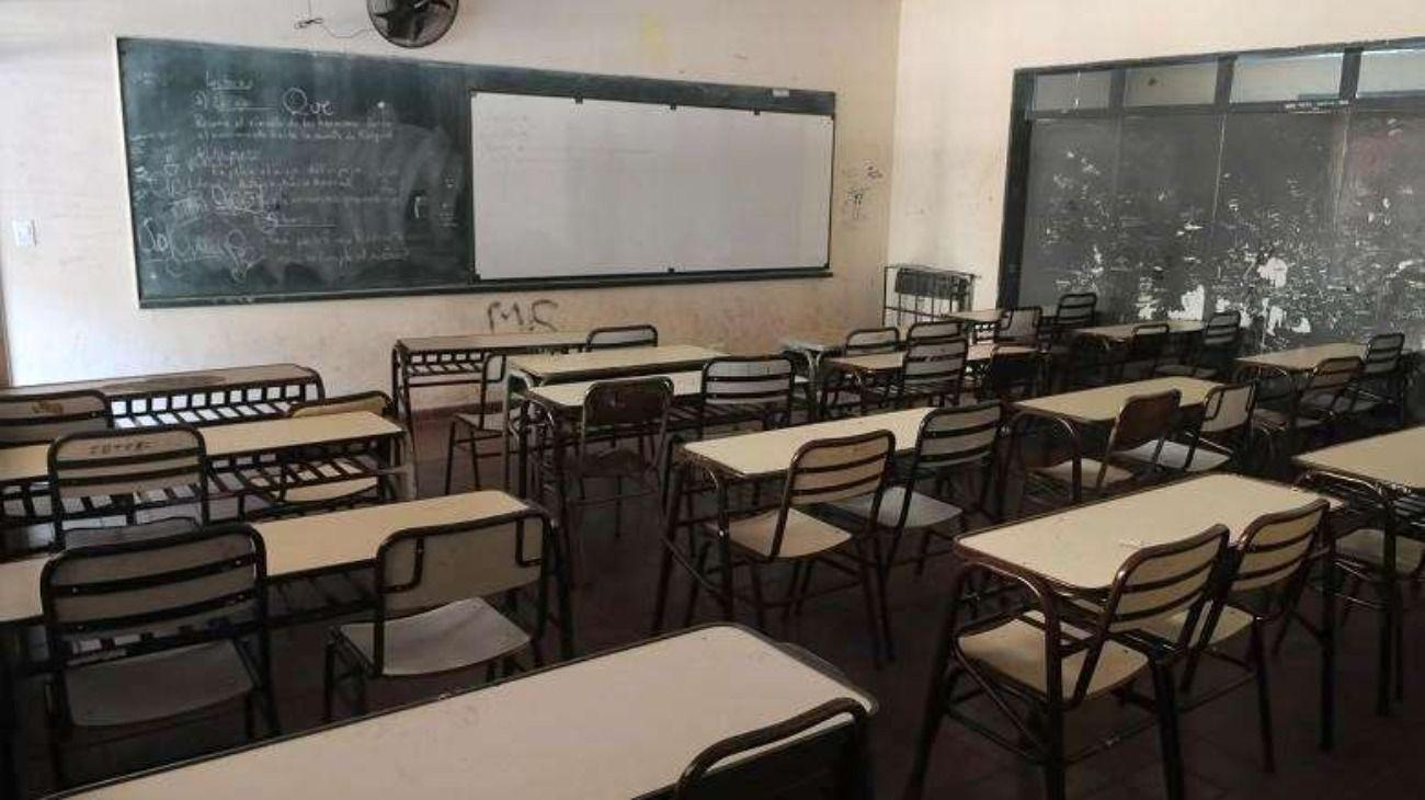 Imagen de carácter ilustrativo   El docente dicta clases a alumnos de tercer grado de una escuela de San Juan.