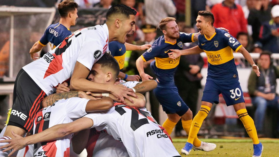 Reynoso (Boca Juniors) celebrates his goal, as well as Ignacio Fernández (River).