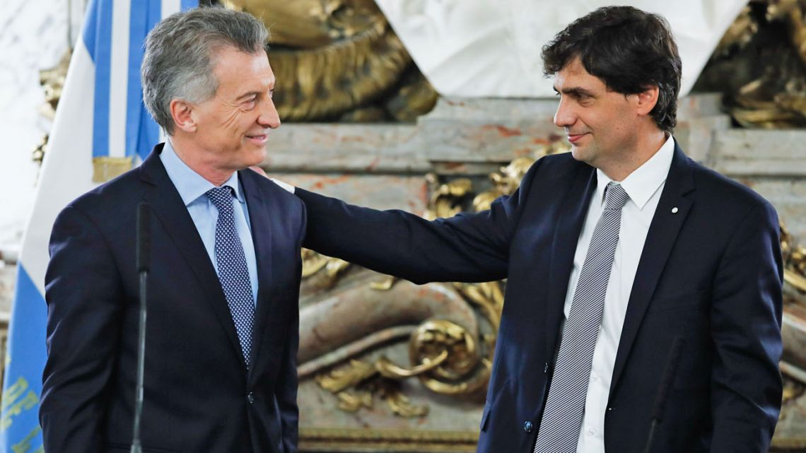 Mauricio Macri and Hernán Lacunza, pictured after the new finance minister was sworn-in at the Casa Rosada on Tuesday.