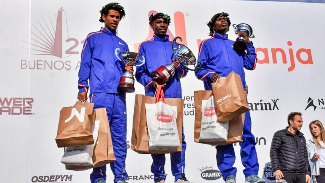 Kenyan Bedan Karoki finished first in the Buenos Aires half-marathon on Sunday.