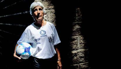 Elba Selva. Goleadora en el Mundial del '71 en México. Una pionera.