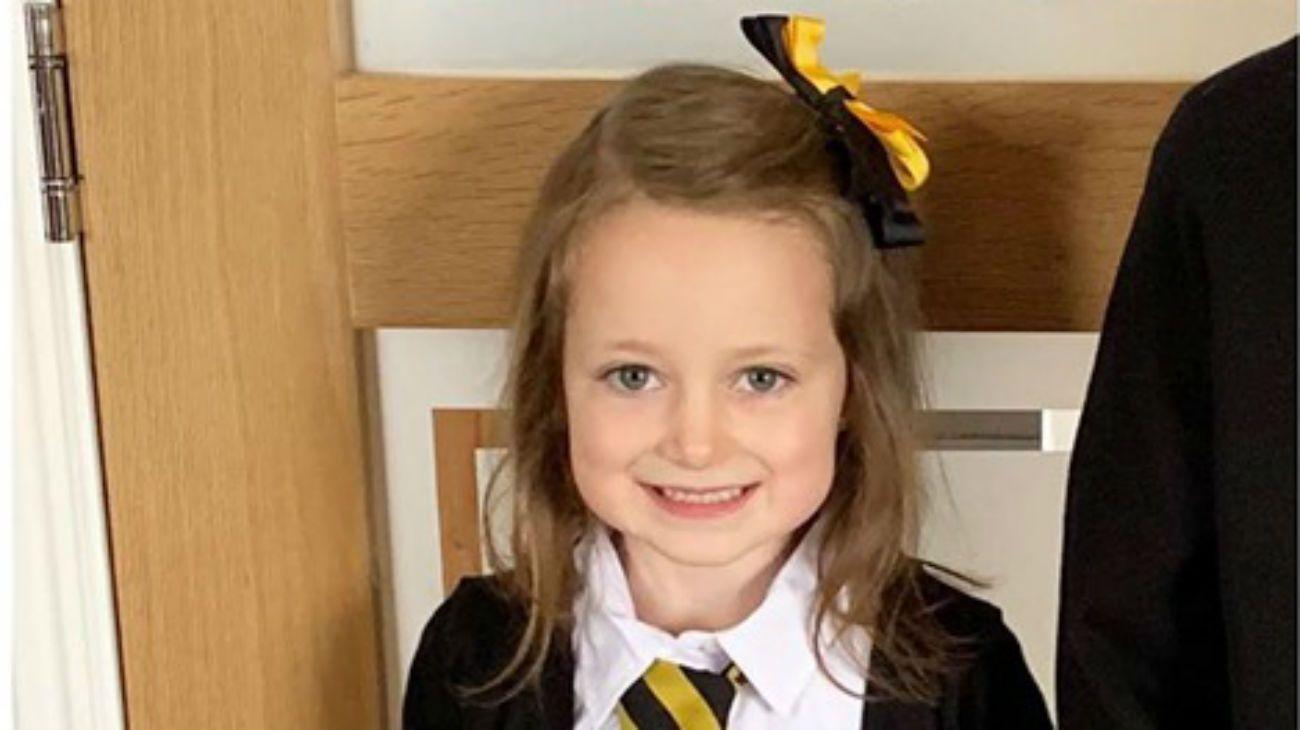 Fotografió a su hija al ir y volver de su primer día de clases y el resultado se volvió viral