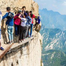 A unos 120 kilómetros de la ciudad china de Xi'an, famosa por los milenarios guerreros de terracota, se encuentra uno de los senderos de trekking más espectaculares y peligrosos del mundo.