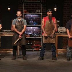 Expertos forjadores de cinco países, entre ellos el argentino Manuel Tacus, deberán realizar en tiempo récord cuchillos y espadas.