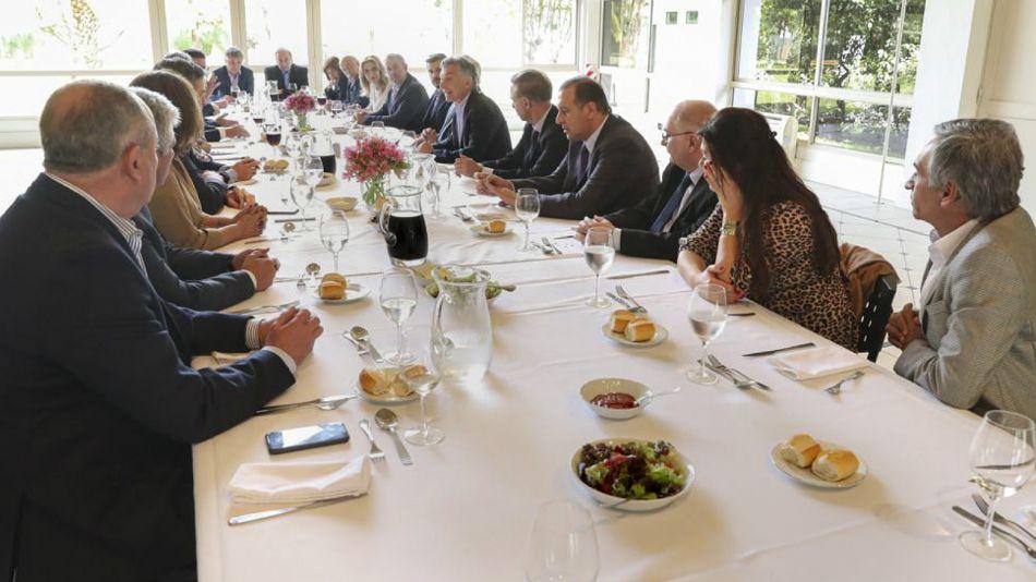 Senadores oficialistas, con el presidente Macri en Olivos.
