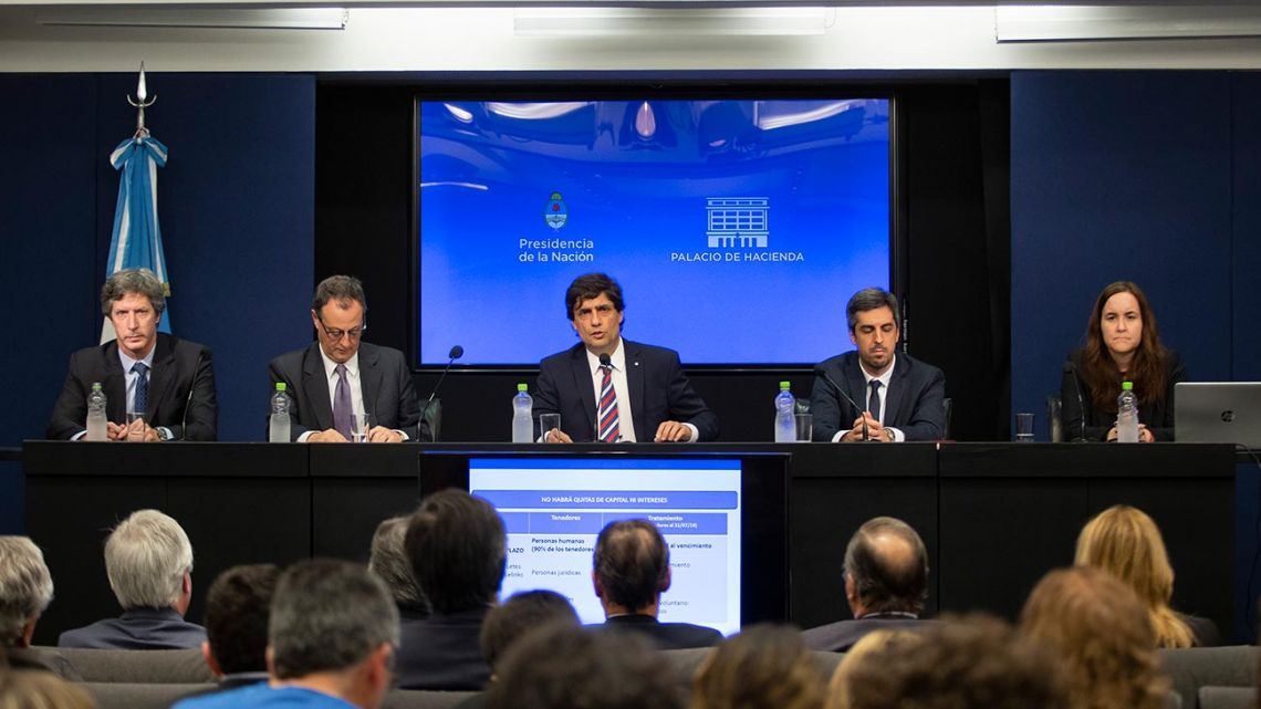 Treasury and Finance Ministry officials, headed by Finance Minister Hernán Lacunza, offer a press conference yesterday.