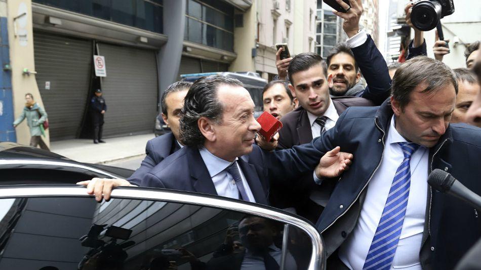 El ministro Sica llega a la sede de la cartera laboral, donde se reunió el Consejo del Salario.