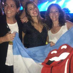 Pampita disfrutó de los Rolling Stone antes de la llegada del huracán