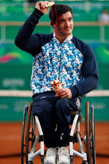 Doble oro. El riotercerense Gustavo Fernández se consagró en singles y dobles en tenis adaptado.