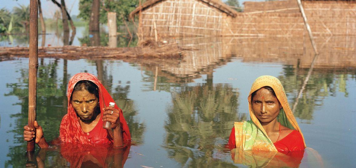 Gideon Mendel el fotógráfo que retrata el cambio climático a través de las inundaciones