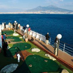 El MSC Musica tiene una sector de golf en uno de los laterales.