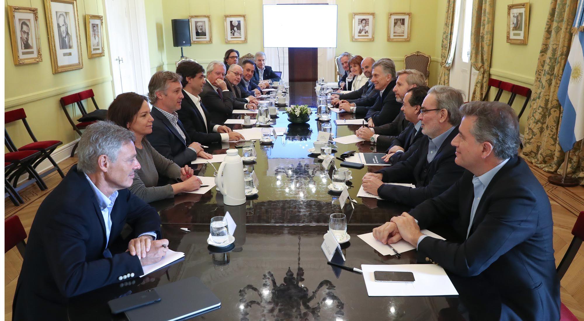 El Presidente Mauricio Macri encabeza una nueva reunión de gabinete en Casa Rosada.