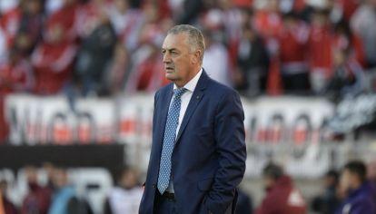Gustavo Alfaro, cuestionado por el planteo que propuso para enfrentar a River.