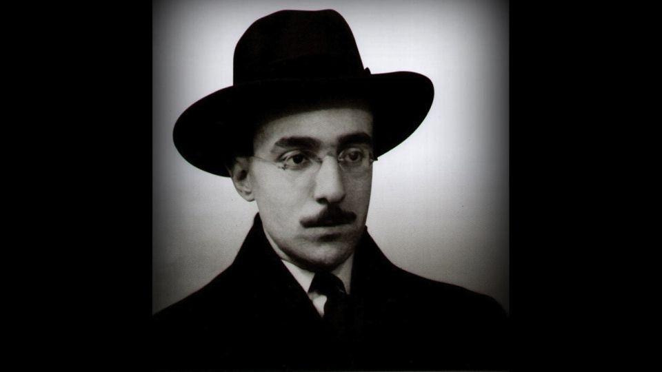 El escritor portugués Fernando Pessoa (Lisboa, 1888 - ibídem, 1935).