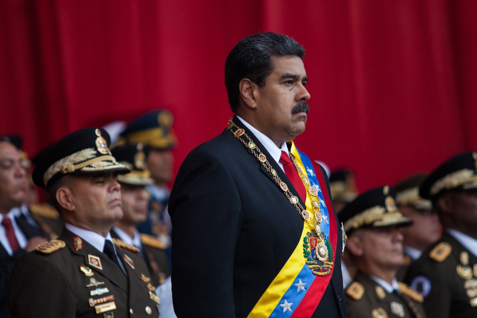 Trump Imposes New Curbs on Venezuela to Force Maduro Out