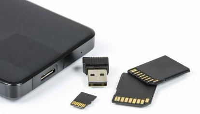 Los dispositivos y servicios de almacenamiento en la nube son herramientas disponibles para los backups.