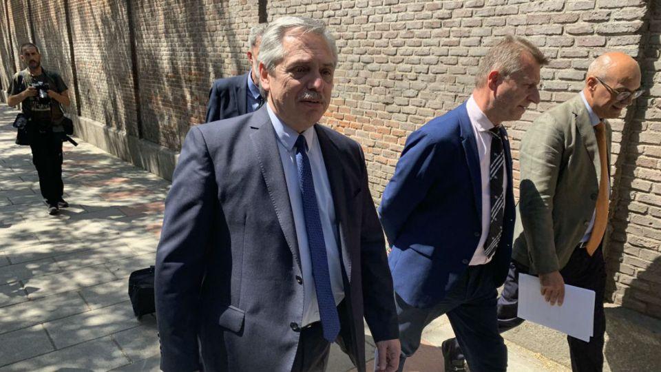 Fernández al llegar a la Universidad Camilo José Cela de Madrid.
