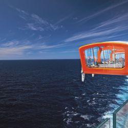 Magic Carpet es la primera plataforma flotante ubicada a una altura de 13 pisos sobre el nivel del mar que tiene la capacidad de convertirse en diferentes ámbitos a lo largo de la travesía.