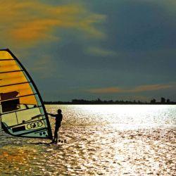 Deportes como el standapaddle, wakeboard o esquí acuático son actividades clásicas en el río Paraná.