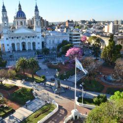 Plaza Primero de Mayo, la principal de la ciudad de Paraná.