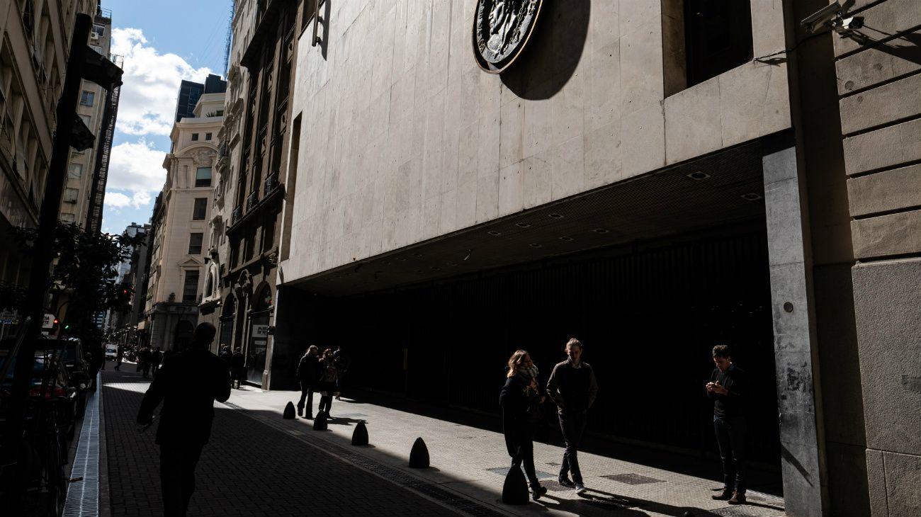 Los administradores de fondos y los y analistas habían estado diciendo que los tenedores de bonos probablemente recuperarían entre 30 y 40 centavos por dólar en las notas internacionales de Argentina si el país pasa por una reestructuración.