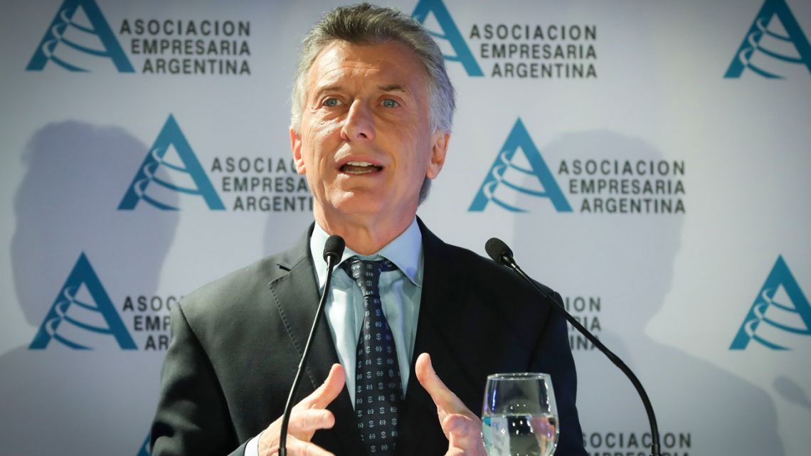 President Mauricio Macri addresses business leaders at a summit of the Asociación Empresaria Argentina (AEA) at the Sheraton hotel in Retiro.