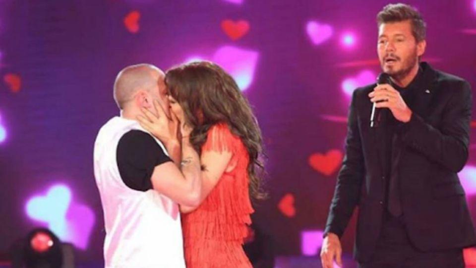 Flor Vigna y Mati Napp a los besos en el Bailando