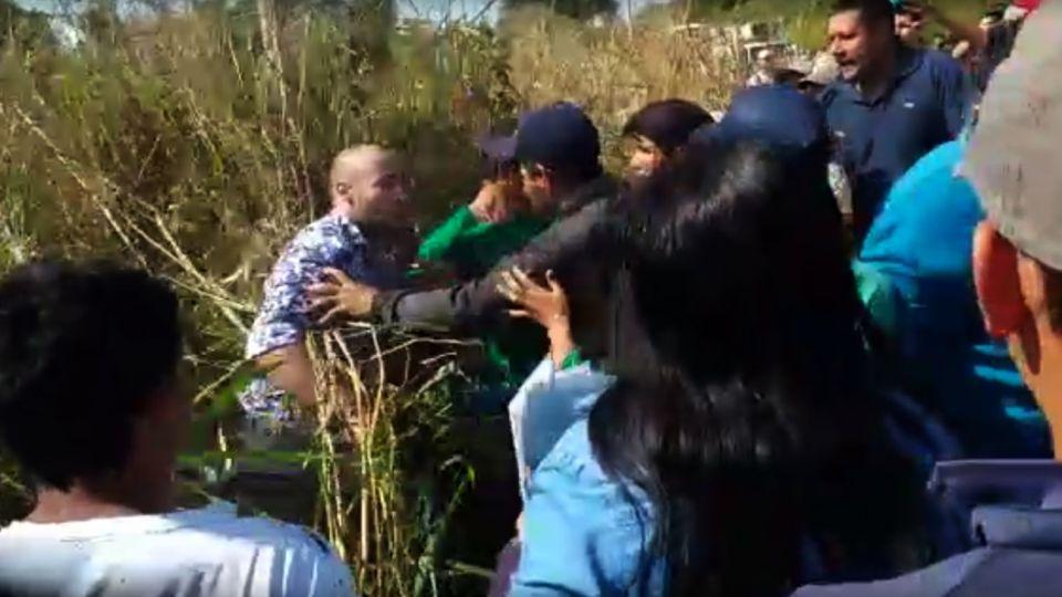 Iguazí. Piqueteros agredieron a turistas que intentan llegar a sus vuelos.