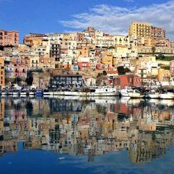 La pequeña ciudad de Sambuca di Sicilia, a una hora en coche de la capital de Sicilia, Palermo, vende casas por menos del precio de un café expreso.