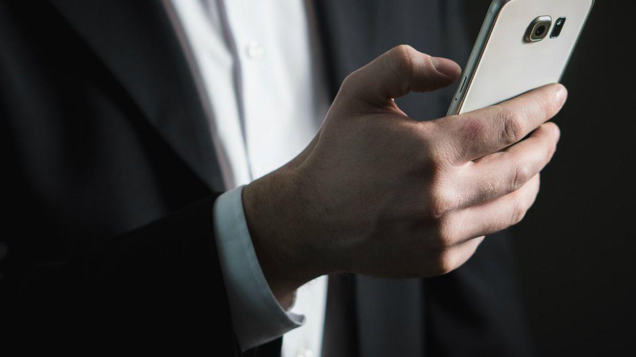 Utilizaron Inteligencia Artificial para imitar la voz de un CEO y robar US$240 mil