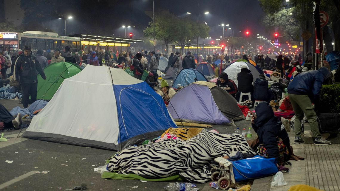 Social movements set-up makeshift camps on Av. 9 de Julio, demanding the declaration of a