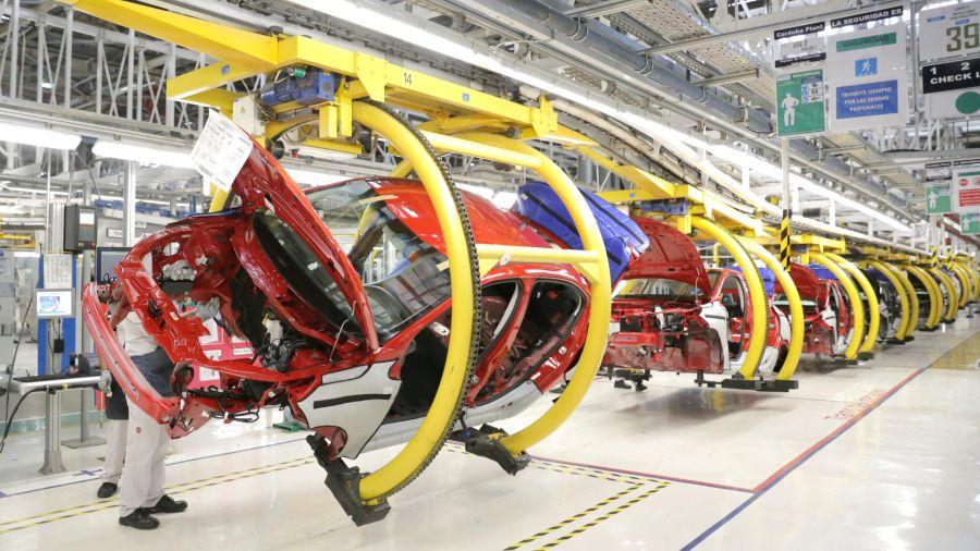 La producción local de automóviles volvió a caer en agosto