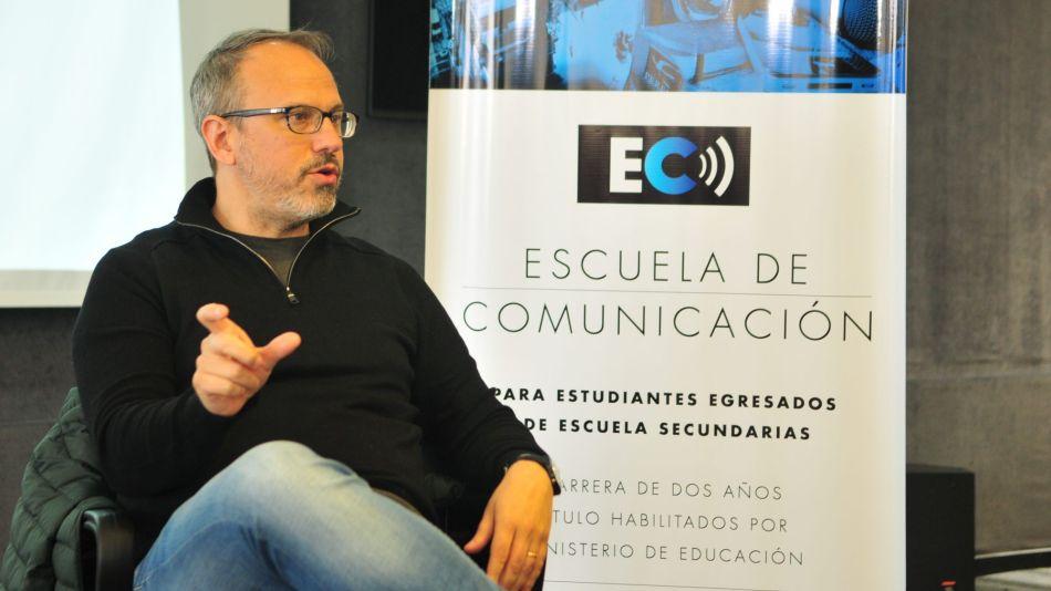 Diego Valenzuela en la Escuela de Comunicación.