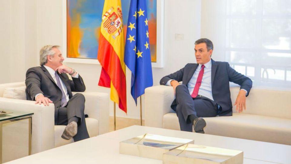 El candidato presidencial del Frente de Todos, Alberto Fernández, fue recibido por el presidente de España, Pedro Sánchez.