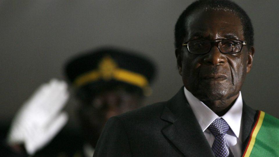 Desafiante, Mugabe había dicho una vez que iba a gobernar Zimbabue hasta los cien años.