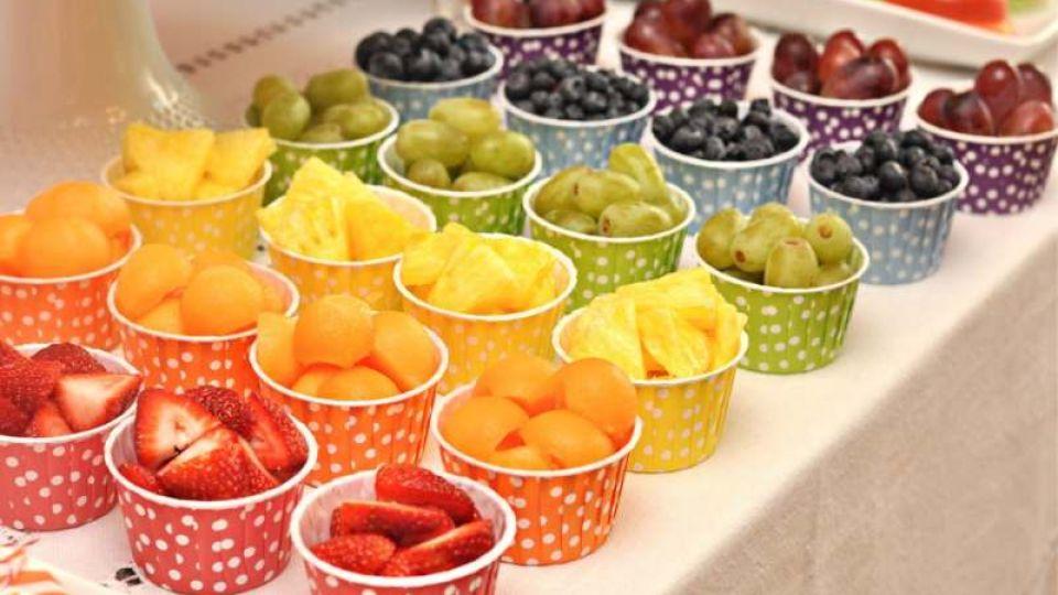 NO A LA CHATARRA. En los cumpleaños saludables se busca incorporar frutas y n verduras al menú.