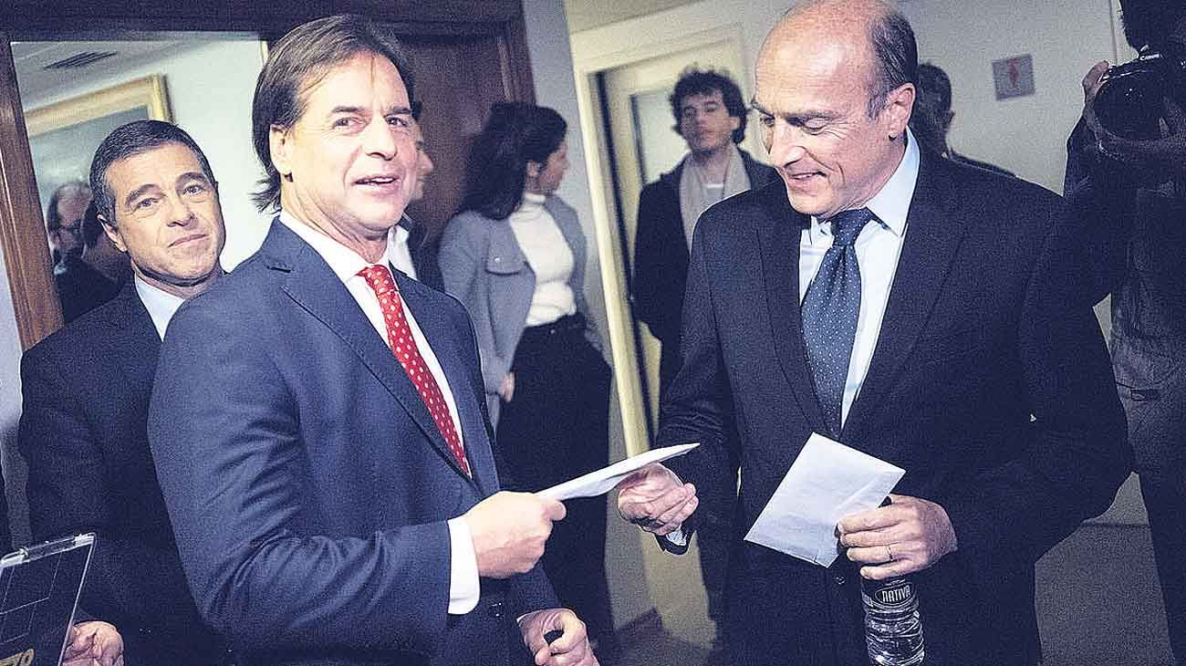 Rivales. El senador Lacalle Pou tiene más posibilidades de tender alianzas que Martínez, ex intendente de Montevideo.