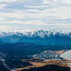La zona de Lake Tahoe, el más grande de los Estados Unidos, está de temporada durante todo el año.