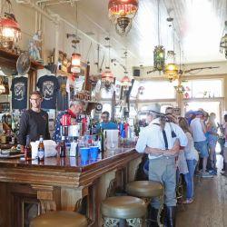 Los tradicionales saloons existen tal como los vimos en las películas.