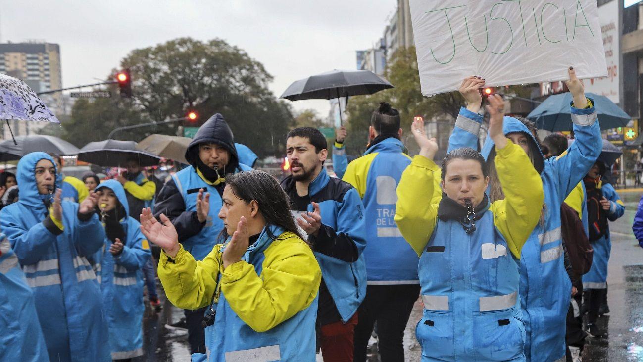 Agentes de Tránsito protestan en el Obelisco porteño.