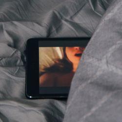 La pornografía muchas veces resulta nociva para las relaciones sexuales