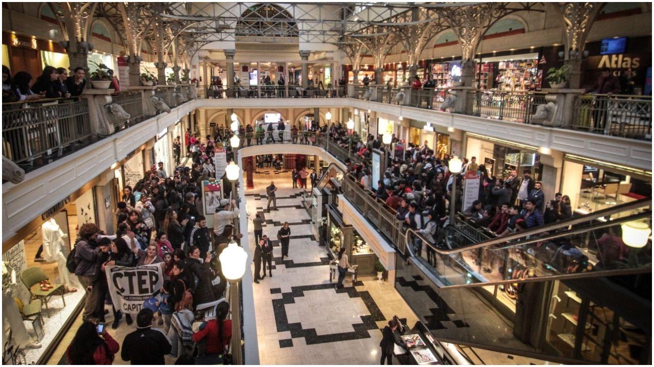 Emergencia alimentaria: hubo reclamos en varios shoppings y amenazan con más protestas