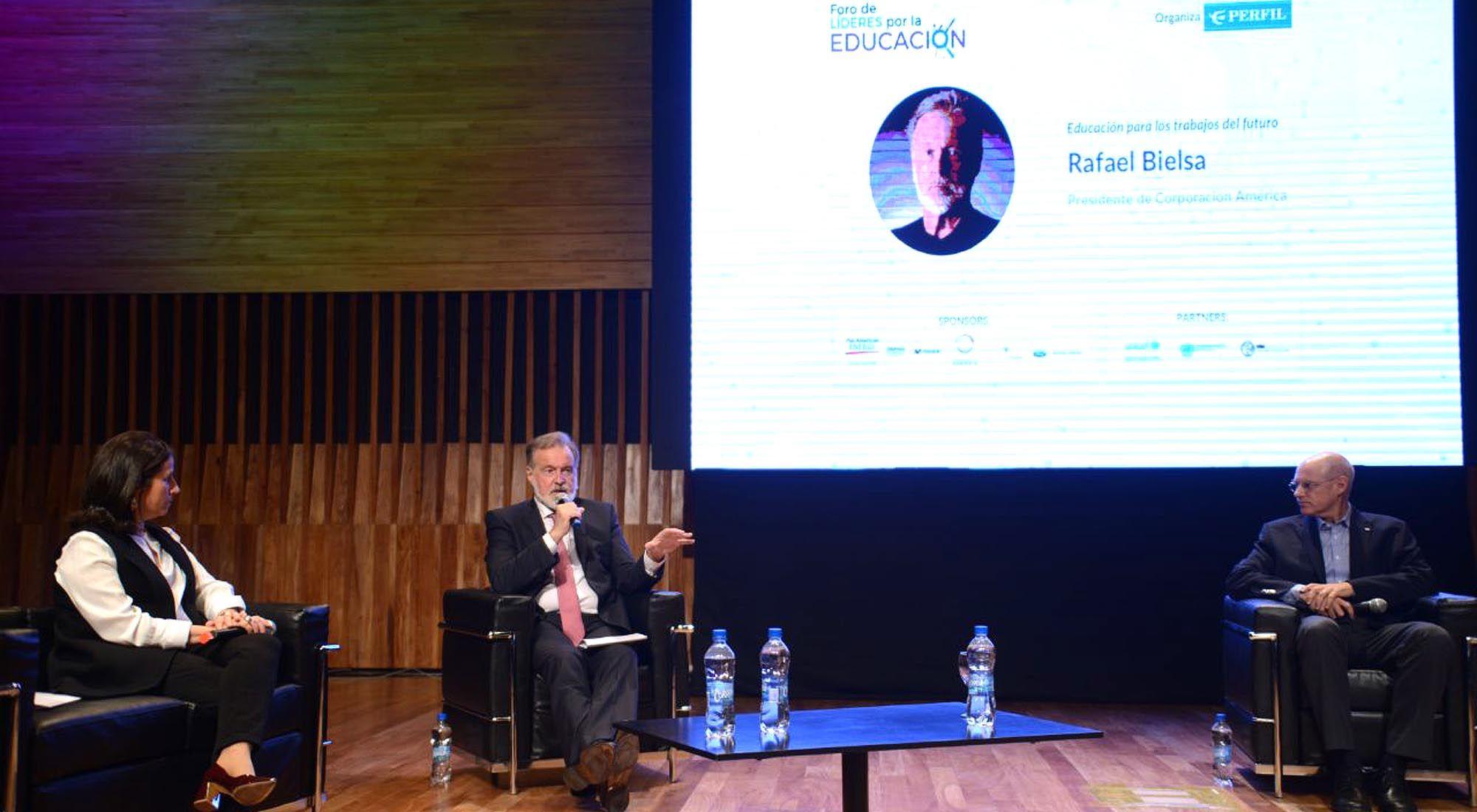 Segundo panel del primer encuentro en el Foro de Líderes por la educación.